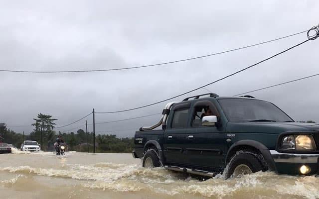 [VIDEO] 5 Tips memandu jika terperangkap dalam banjir