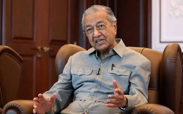 Demokrasi atau monarki bukan isu, tapi pemimpin yang korup penentu kegagalan – Tun M