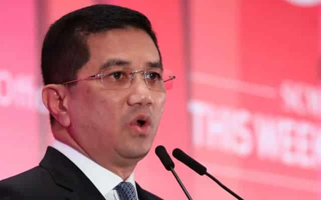 Azmin rayu Umno kaji balik keputusan untuk putus kerjasama dengan Bersatu