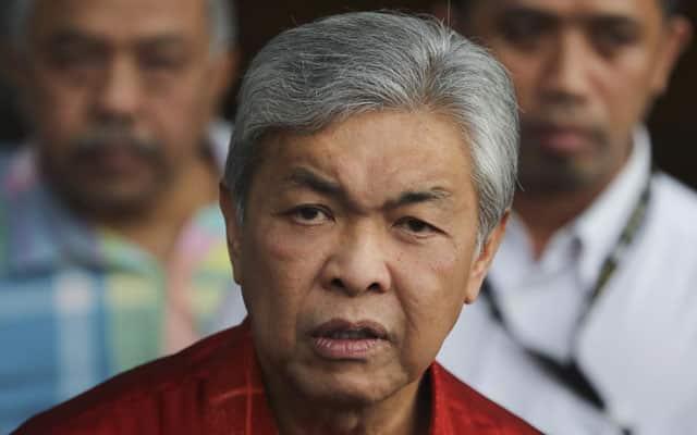 Umno akan kalah teruk jika guna gambar Zahid sebagai bahan kempen PRU, dakwa blog pro Azmin