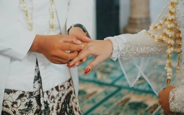 Wanita kahwini bapa kekasihnya sendiri, alasannya memang 'win'